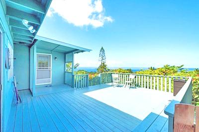 Queen Liliuokalani Village Home - deck with ocean view