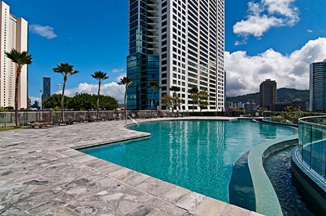Kakaako Waikiki one bedroom condo swimming pool