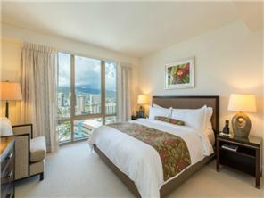 Beautiful two bedroom condo with breathtaking ocean views of Waikiki!