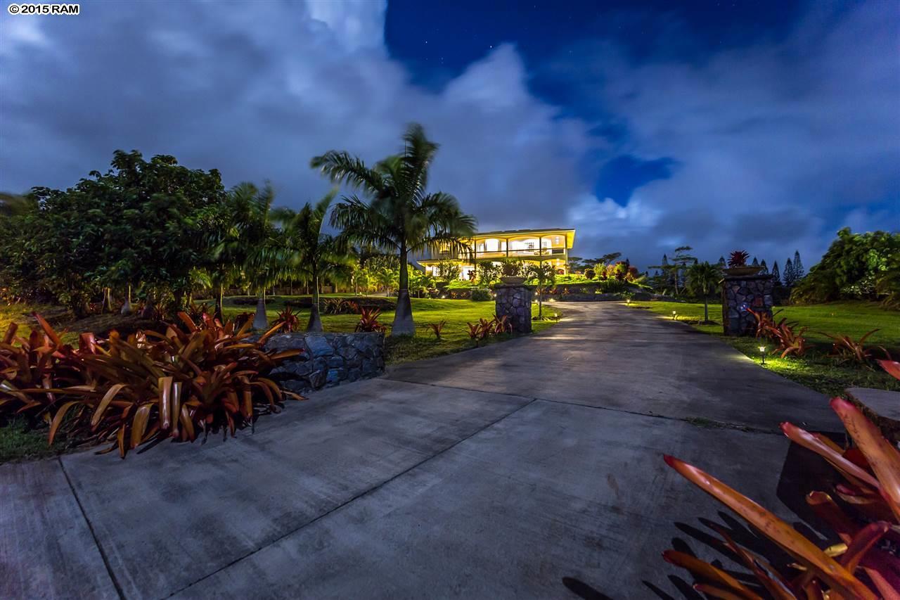 wailuku home - driveway