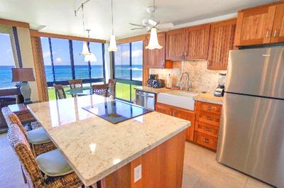 Kauai Oceanfront Condo - kitchen