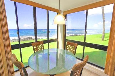 Kauai Oceanfront Condo - dining area
