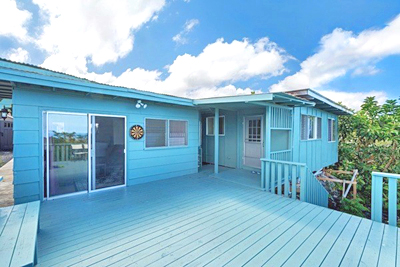 Queen Liliuokalani Village Home - deck